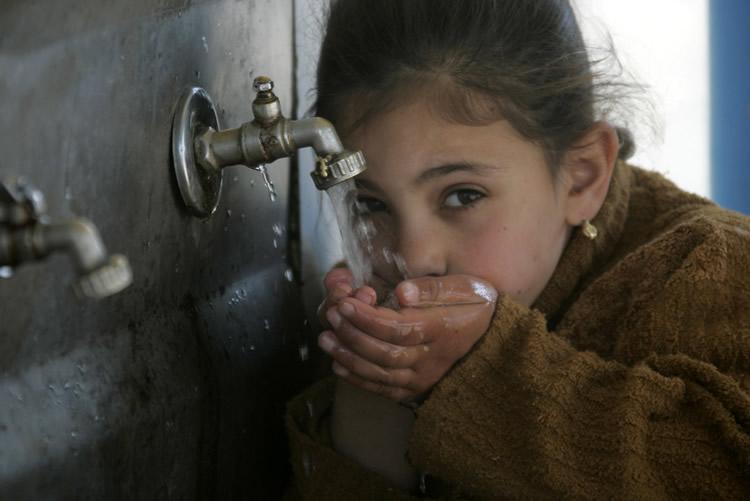 Agua de la Franja de Gaza no apta para consumo humano