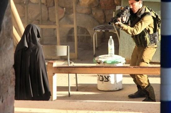 Video: Muere una joven palestina por disparos de fuerzas israelíes