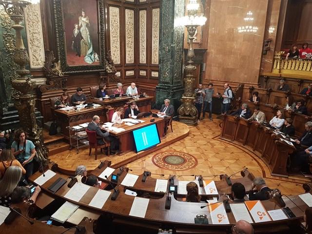 El pleno de Barcelona condena la 'violencia' del ejército de Israel en Gaza y pide embargar armas