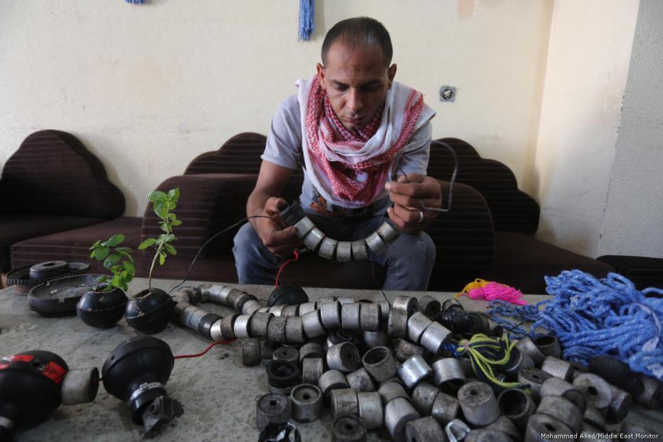 69540b - Los palestinos usan las armas y municiones de Israel para sembrar la paz