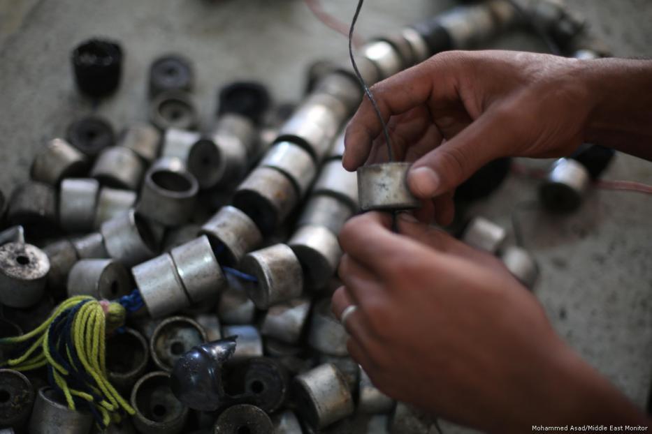 69540c - Los palestinos usan las armas y municiones de Israel para sembrar la paz