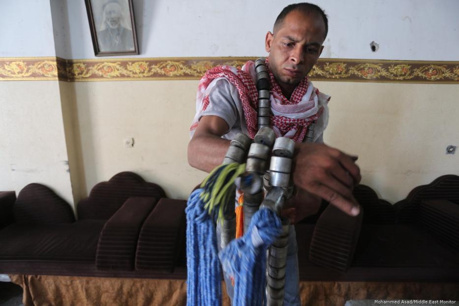 69540e - Los palestinos usan las armas y municiones de Israel para sembrar la paz