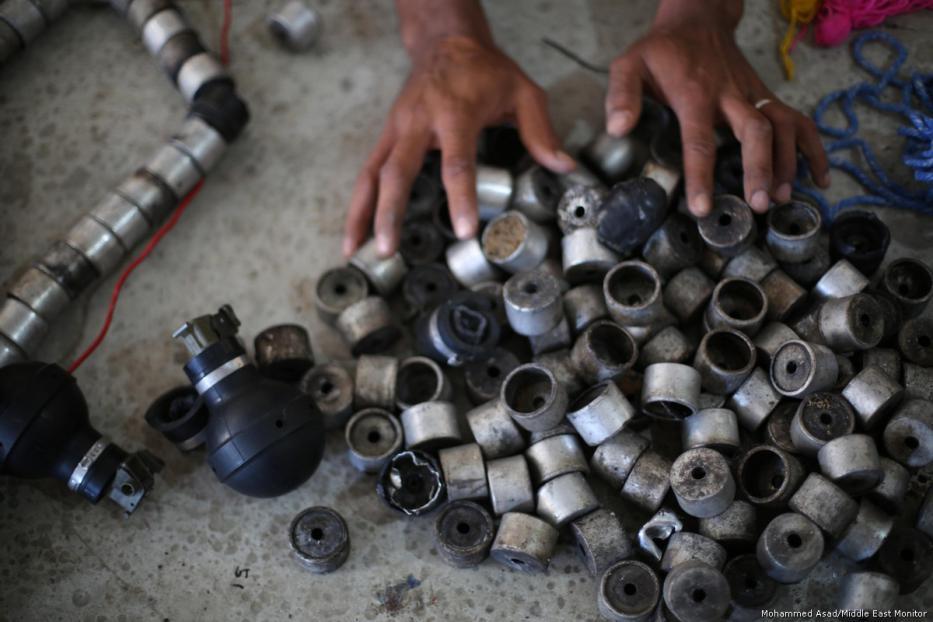 69540j - Los palestinos usan las armas y municiones de Israel para sembrar la paz