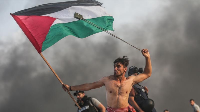 Imagen 'icónica' de manifestante palestino en Gaza se vuelve viral