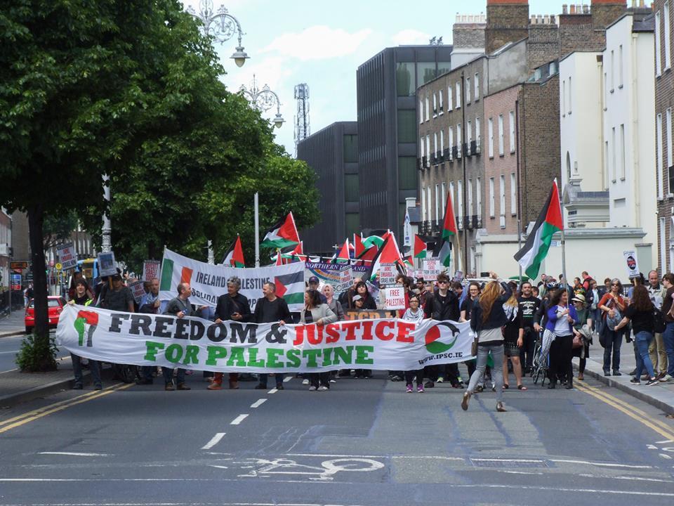 Parlamento irlandés aprueba ley para boicotear comercio con asentamientos