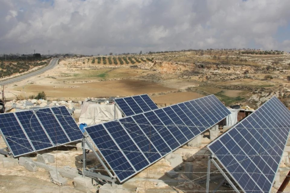 Palestinos inauguran programa de energía solar en Cisjordania