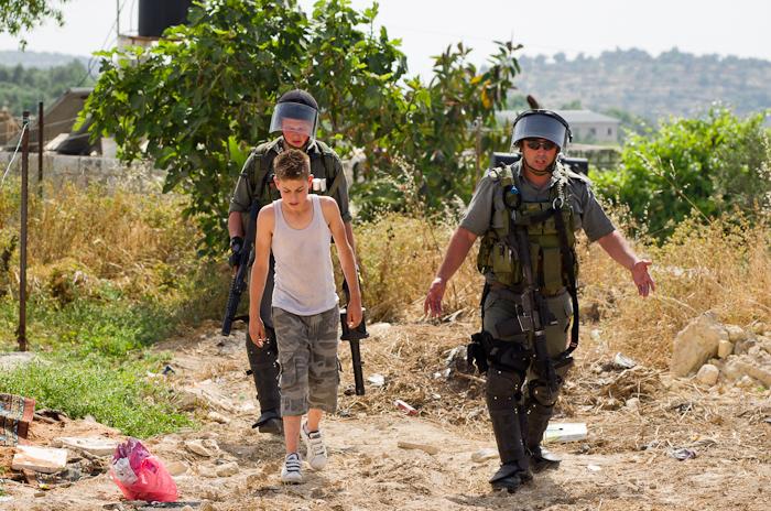 Despojados de su infancia; Cómo los niños palestinos enfrentan el trauma bajo la ocupación militar