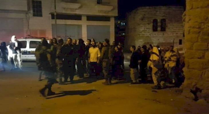 Esta noche, colonos protegidos por el ejército israelí atacan a una familia palestina en el pueblo Burin