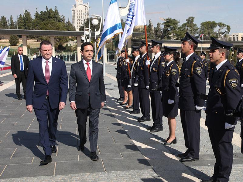 Diputados Marco Antonio Núñez y Osvaldo Andrade rinden homenaje al ejército israelí