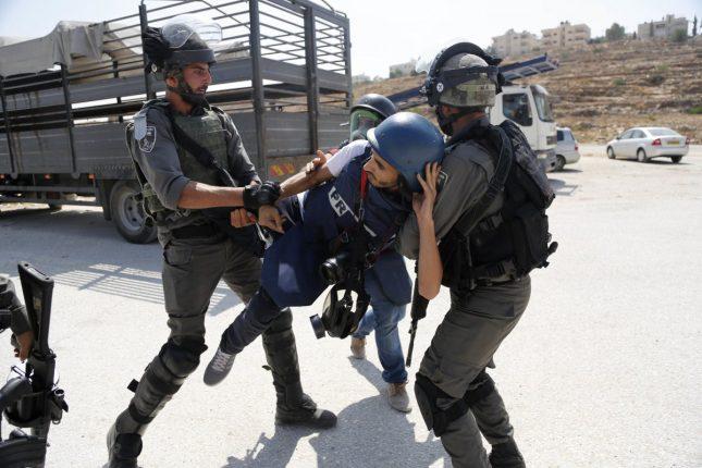 Palestina: 237 violaciones contra periodistas durante el primer semestre de este año, la mayoría cometidas por la ocupación israelí