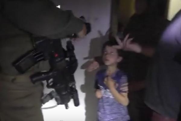 ¿Qué harías si los soldados sacaran a tu hijo de la cama en mitad de la noche?